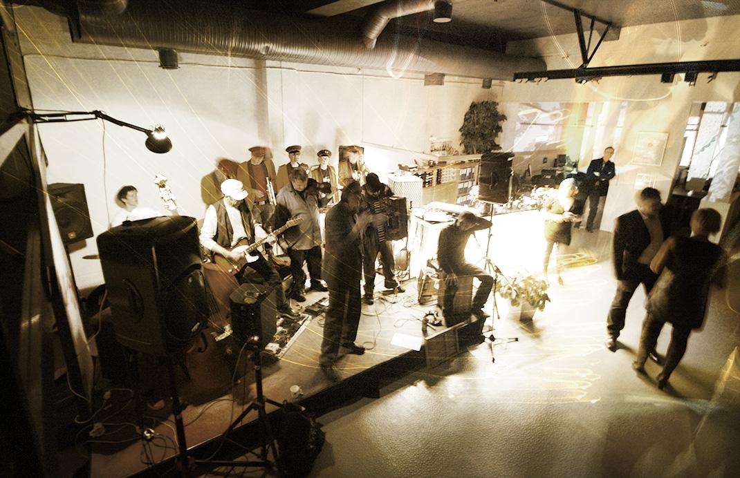 Konsert med Ompakara på kontoret
