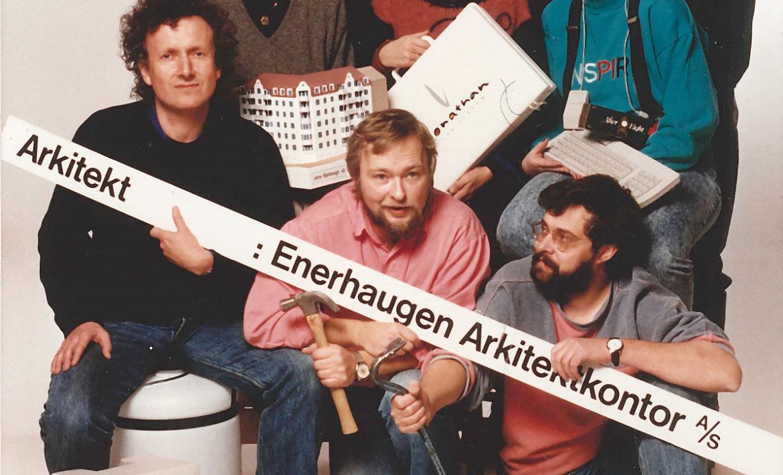 Gruppebilde av kontoret fra 1989