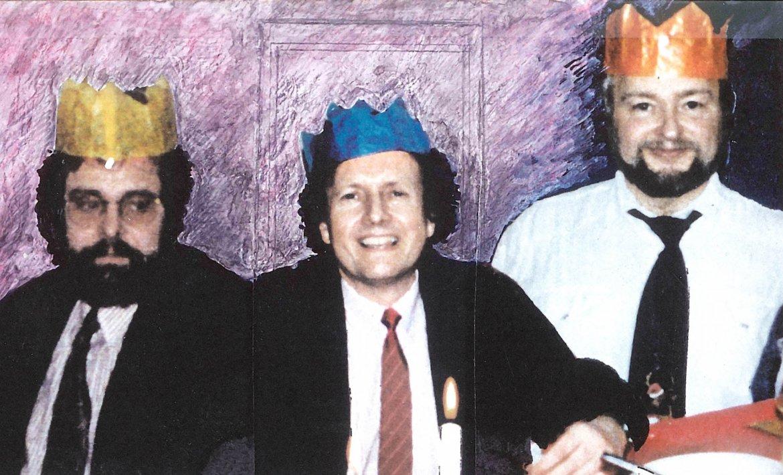 Tre menn med kroner på