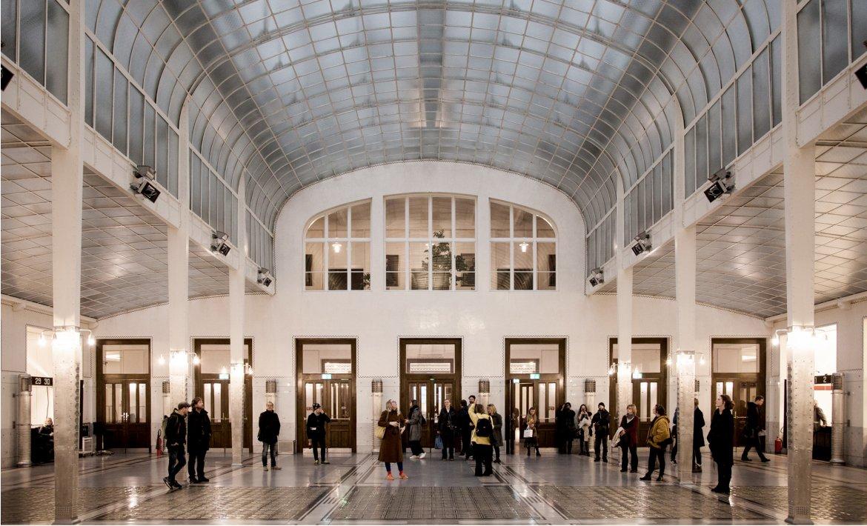 Interiør av bankhall