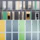 Foto av fasadeplater i grå, grønn og gul, sammenstilt med garderobeskap i grå, grønn og gul.