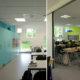 Interiørfoto åskollen skole. Foto fra hjemmeområder med ulike farger på skapsvegg.