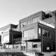 Eksteriørfoto Sjøutsikten. Svart/hvittfoto fasade. terrasseleiligheter med takterrasser og utkragende bokser.