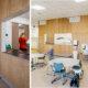 Bråtenalléen barnehage - Interiørfoto av kjøkken med luke ut mot felles lekeområde.
